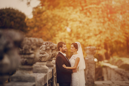 whose: Happy couple whose wedding photo shoot in a golden autumn Stock Photo