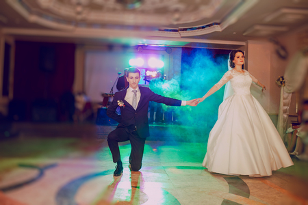 fashionable couple: romantic couple dancing on their wedding HD Stock Photo
