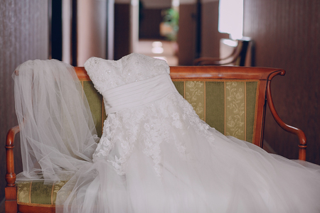 bridesmaid dresses captured separately on the rack Stockfoto