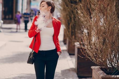 girl with the electronic cigarette Фото со стока - 75077496