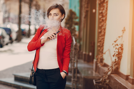 girl with the electronic cigarette Фото со стока - 75506558