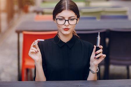 メガネと美しいブルネット
