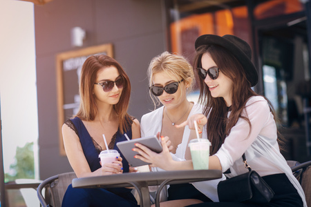 beautiful young girls outdoors in Sunny weather 版權商用圖片