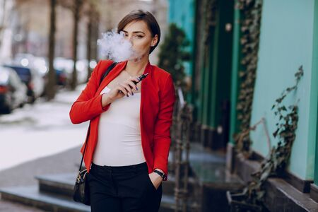 girl with the electronic cigarette Фото со стока - 81878383