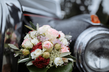 bride and grooms car and flower bouquet Stock fotó