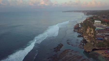 surfers in de oceaan Stockfoto