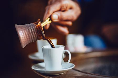 朝はトルコ コーヒー醸造、