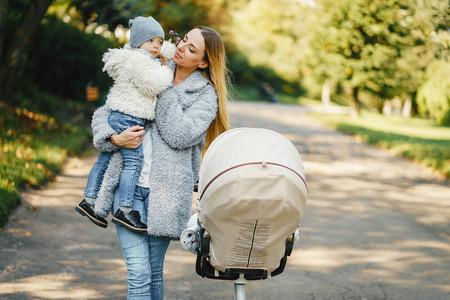jonge moeder met peuter