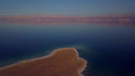 flyover of the dead sea in Israel Imagens - 96395026