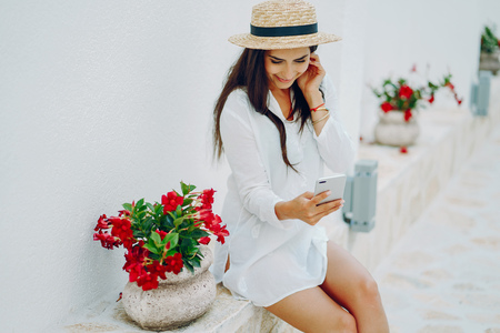 girl with phone