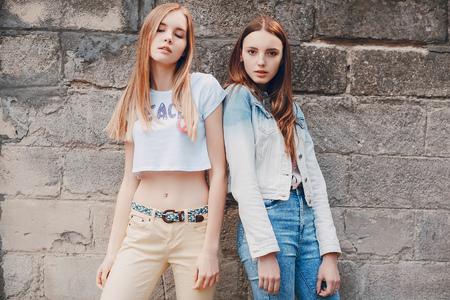 giovane modella per strada