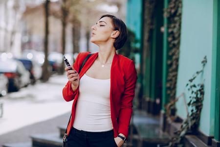 girl with the electronic cigarette Фото со стока - 113799758