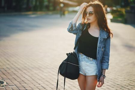 girl in city 版權商用圖片