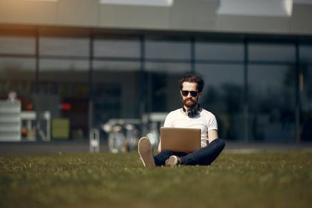 Stylish businessman working in a city Stockfoto