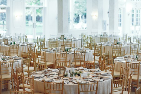 Beautiful round tables. Elegant wedding with gold furniture 스톡 콘텐츠