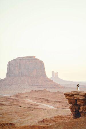 boyfriend proposing to wife in Arizona Foto de archivo