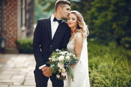 Elegantes Hochzeitspaar Standard-Bild
