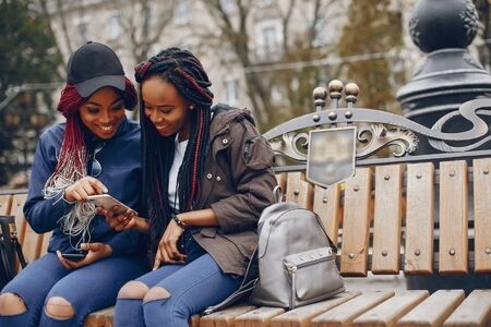 black girl in a city Stockfoto