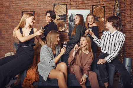 People celebrating a new year with a champagne Zdjęcie Seryjne - 159538446