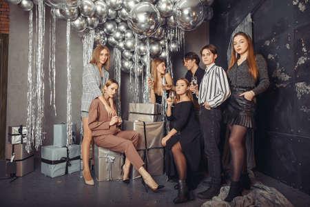 People celebrating a new year with a champagne Zdjęcie Seryjne - 159539014