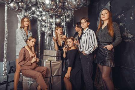 People celebrating a new year with a champagne Zdjęcie Seryjne - 159539021
