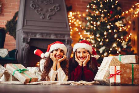 Beautiful girls have fun in a studio Zdjęcie Seryjne - 159595620