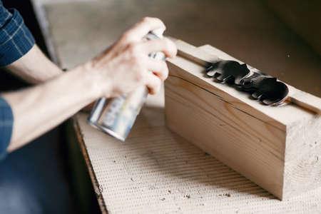 Man holding paint spray and painting wood Zdjęcie Seryjne - 159617755