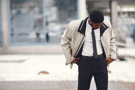 Outdoor portrait of an African business man Imagens