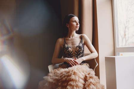 Beautiful woman model posing in elegant dress in the studio Stockfoto