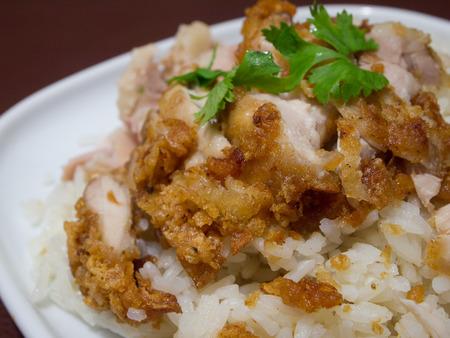 sopa de pollo: Arroz al vapor con la sopa de pollo Thai Food Foto de archivo