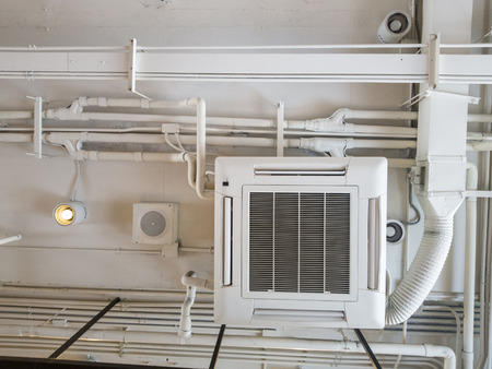 White Industrial air conditioner cooling pipe with plumbing at ceiling. Ventilation system ceiling air duct. Standard-Bild - 110368135