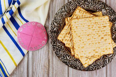Matzo, tallit and kippa on white background. Jewish holiday concept. Standard-Bild