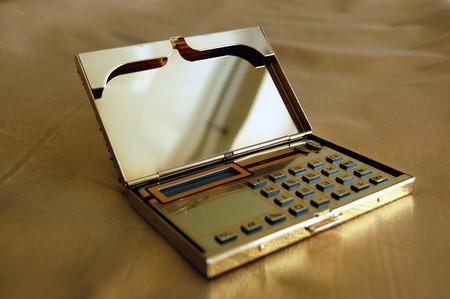 colore: Female calculator