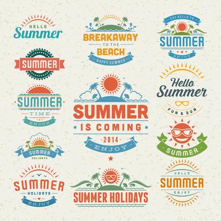 estate: Elementi di design estate e design tipografia retrò e modelli d'epoca svolazzi calligrafici ornamenti, etichette, badge, carte Vector set