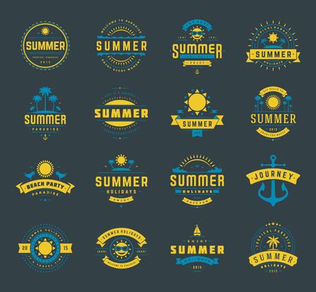 ropa de verano: Vacaciones de verano etiquetas y elementos de diseño conjunto de la tipografía. Retro y plantillas de la vendimia. Insignias, pósters emblemas, ropa. Conjunto de vectores. Vacaciones en la playa, fiesta, viaje, paraíso tropical, aventura.