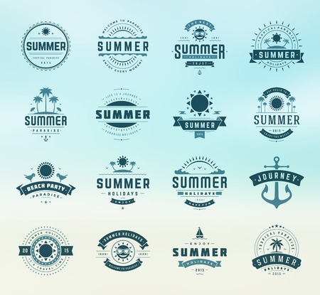 Summer holidays design elements and typography set. Retro and vintage templates. Labels, Badges, Posters, T-shirts, Apparel. Vector set. Beach vacation, party, travel, tropical paradise, adventure. Vettoriali