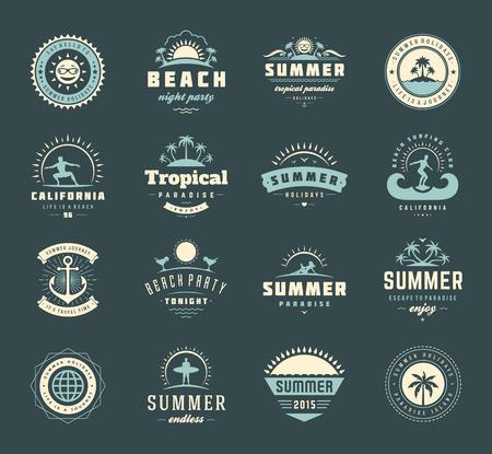 vacaciones en la playa: Vacaciones de verano etiquetas y elementos de dise�o conjunto de la tipograf�a. Vectores