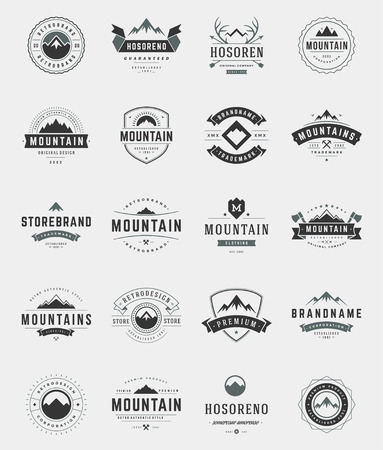 Set Montagnes, Badges et étiquettes de style vintage. Les éléments de design rétro illustration vectorielle. Vecteurs