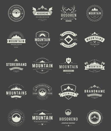セット山ロゴ、バッジ、ラベルのビンテージ スタイルです。 デザイン要素のレトロなベクター イラストです。  イラスト・ベクター素材