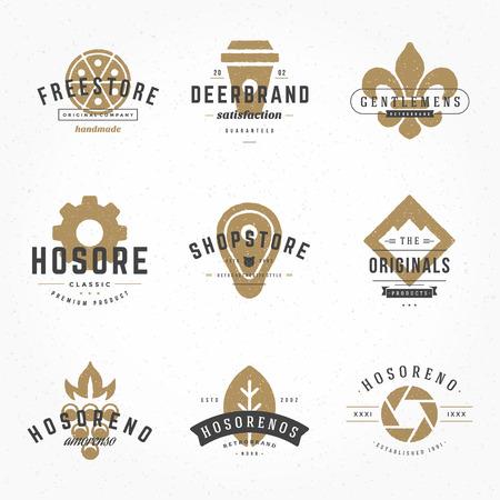 Vintage Design Hand Drawn Templates Set. éléments de vecteur de collecte, Icônes Symboles, étiquettes rétro, badges, silhouettes, tasse de café, restauration rapide, viande, Pizza, Montagne, Photographie, Feuille. Vecteurs