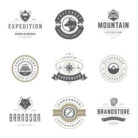 キャンプのロゴのテンプレートは、デザイン要素をベクトルし、シルエット セット、屋外の冒険の山と森探検、ビンテージ スタイルのエンブレムや