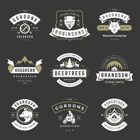 Camping logos modèles vectoriels éléments de conception et silhouettes ensemble, montagnes d'aventure en plein air et expéditions en forêt, emblèmes de style vintage et insignes illustration rétro. Banque d'images - 103307775