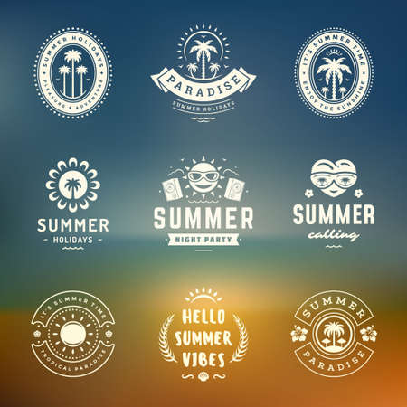 Summer holidays labels and badges retro typography design set. Vettoriali