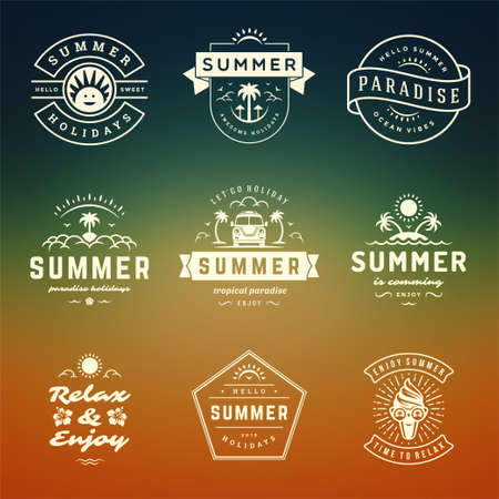 Summer holidays labels and badges retro typography design set. Vecteurs