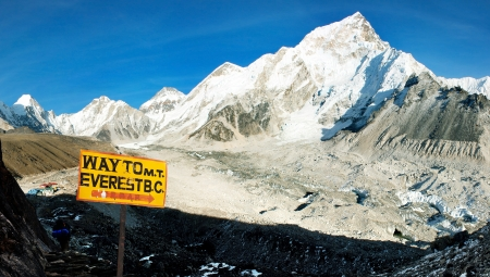 guidepost: evening view of Everest and Nuptse from Kala Patthar  Stock Photo