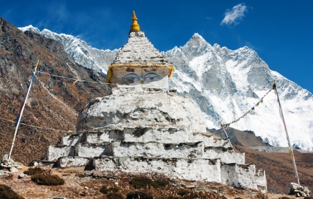 buddhist stupa with mount Lhotse - way to everest base camp  Stock Photo - 15305515