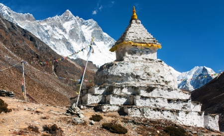 buddhist stupa with mount Lhotse - way to everest base camp  Stock Photo - 15305548