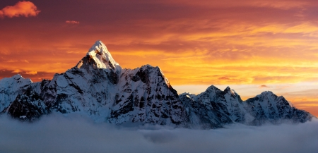 nepal: Evening view of Ama Dablam on the way to Everest Base Camp Stock Photo