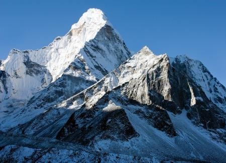 海部 Dablam エベレストのベース キャンプに方法ネパール 写真素材