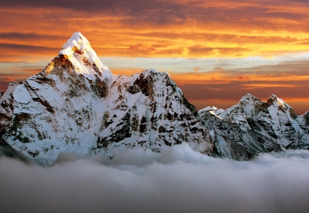 海部 Dablam のエベレスト ベース キャンプに向かう途中の夕景 写真素材